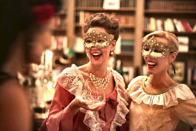 Смеяться над женщин партия стоковая фотография