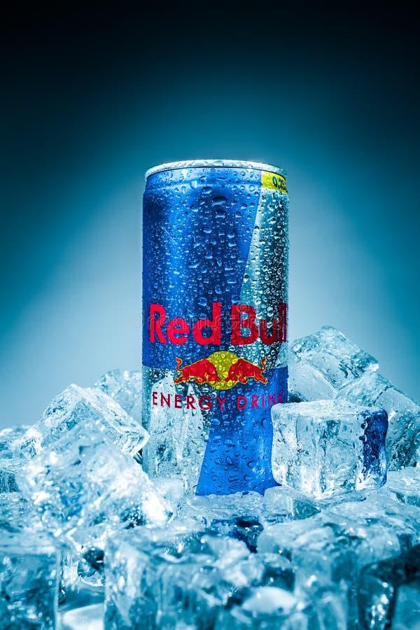Смогите красного питья энергии Bull стоковое изображение rf