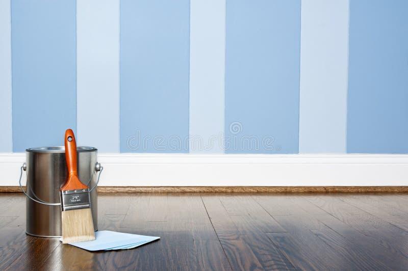 смогите покрасить покрашенную стену стоковое фото