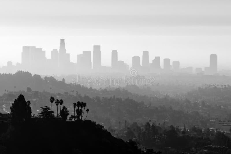 Смог и туман ЛА черно-белые стоковые изображения