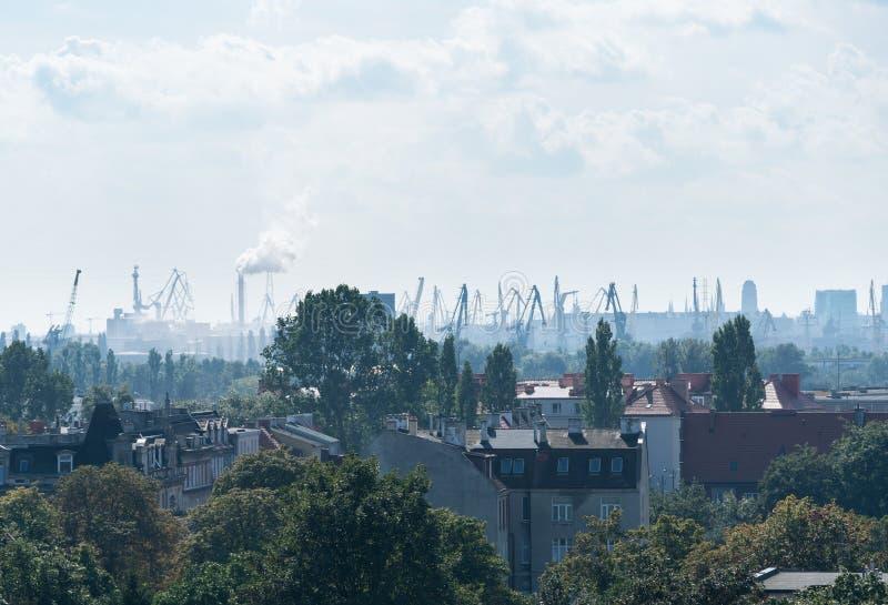 Смог над городом Гданьска, Польшей стоковая фотография