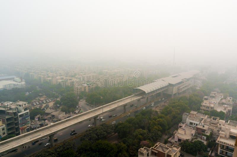 Смог над городом Noida, Дели, Gurgaon стоковые фото