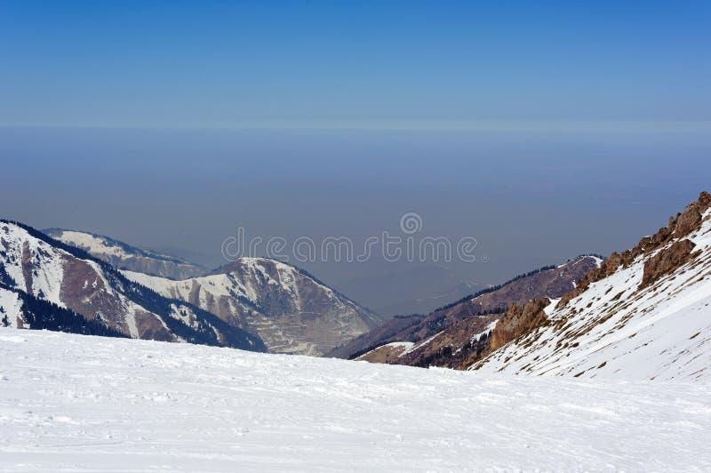 Смог над Алма-Атой стоковые изображения