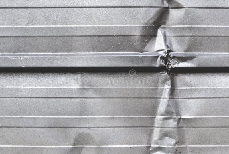 Сморщенный серебряный металлический лист стоковые изображения