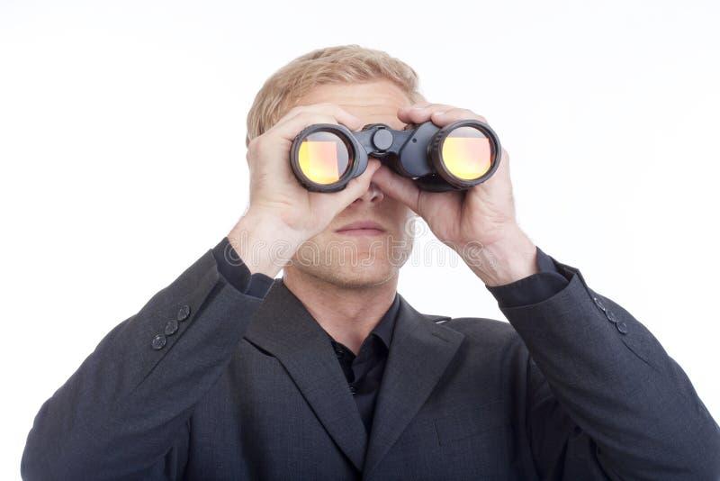 смотреть бизнесмена биноклей стоковое изображение rf