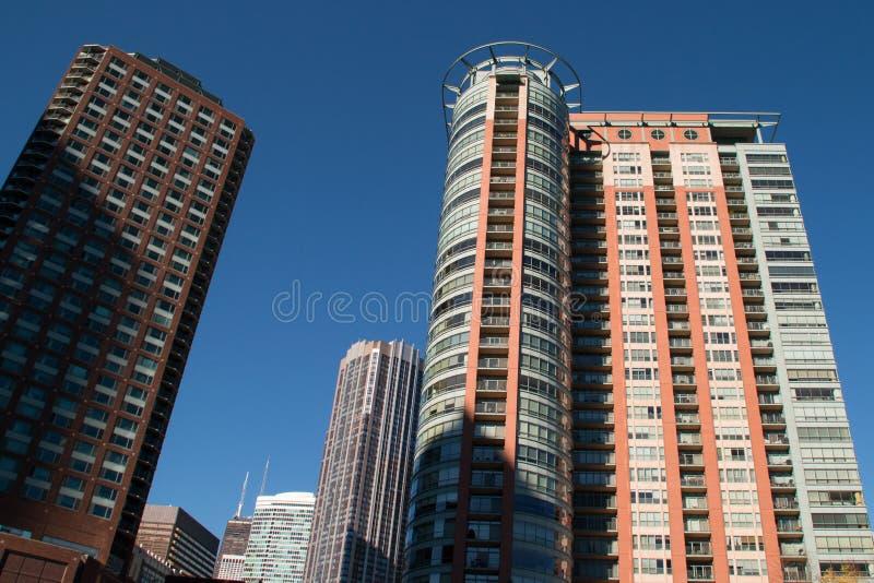 Смотреть вверх на городских зданиях небоскреба Чикаго стоковое изображение