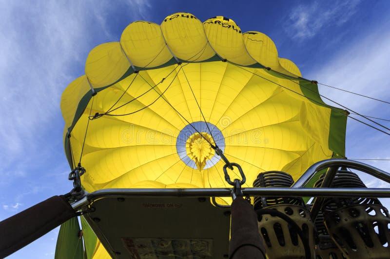 Смотреть во внутри воздушный шар стоковые изображения rf