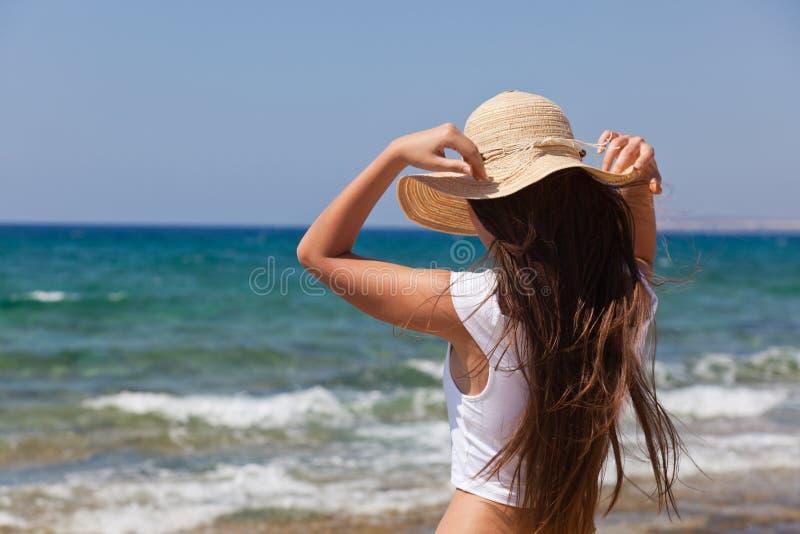 смотреть женщину моря стоковая фотография rf
