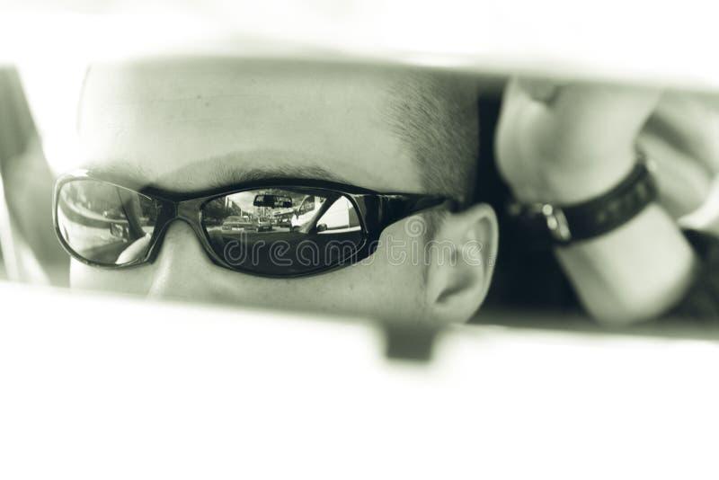 смотреть зеркало стоковое изображение rf