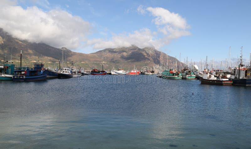 Смотреть к рыбацким лодкам в заливе Hout стоковое изображение