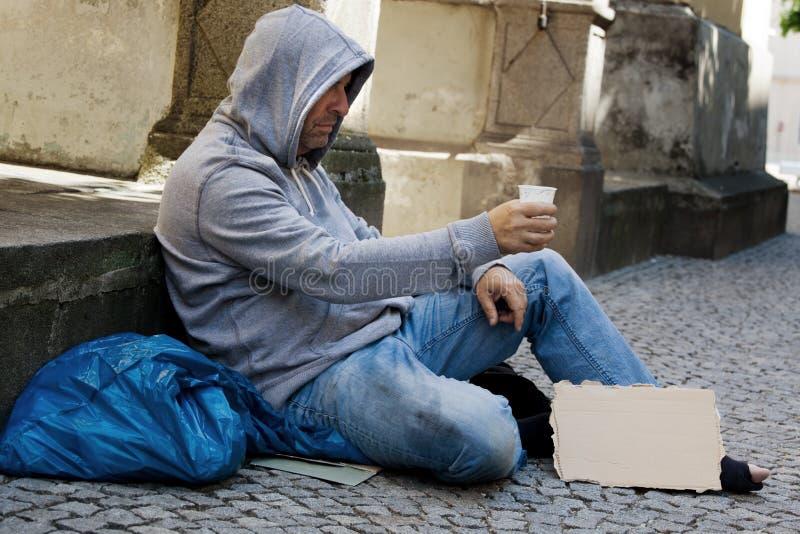 смотреть работу безработных стоковые изображения