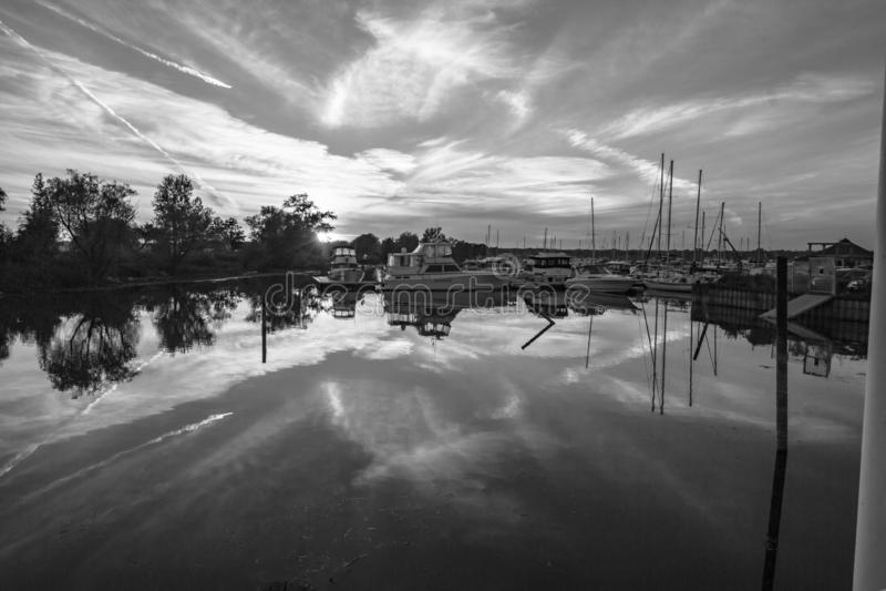 Смотреть через залив поздно вечером Pickering Онтарио 2 француза стоковое фото rf