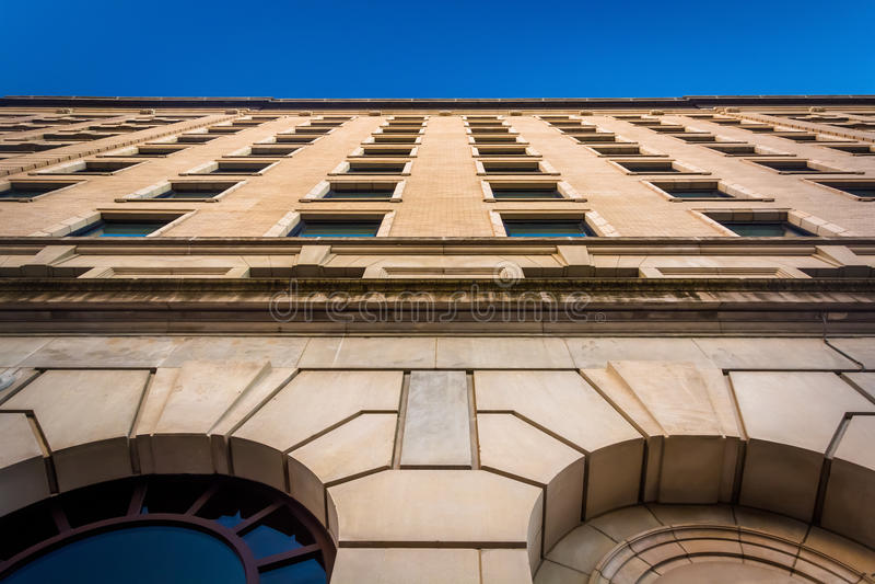 Смотрящ вверх на гостинице Du Pont в городском Уилмингтоне, Делавер стоковые фотографии rf