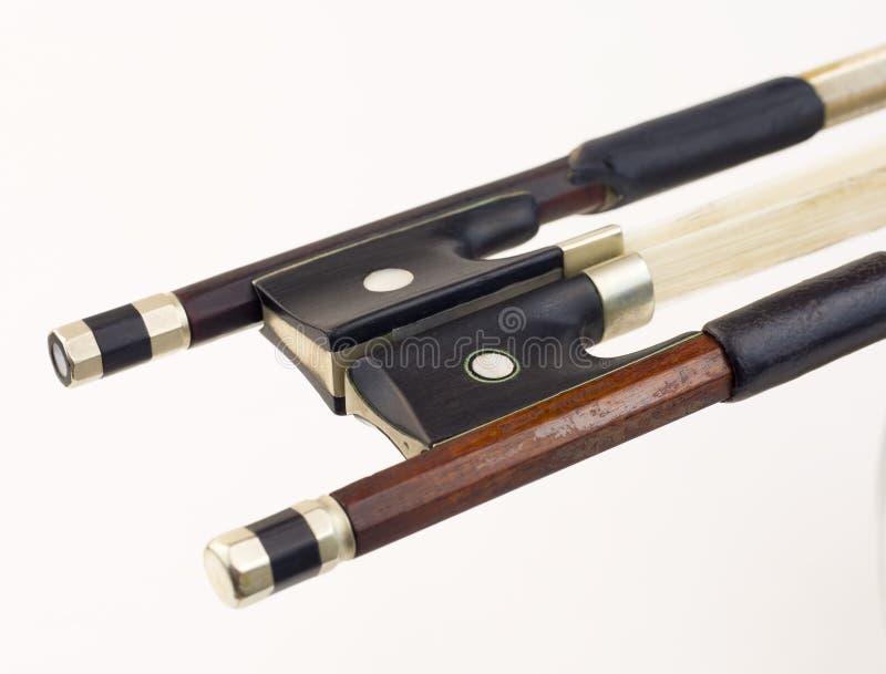 Download Смычки скрипки стоковое фото. изображение насчитывающей оркестр - 37928212