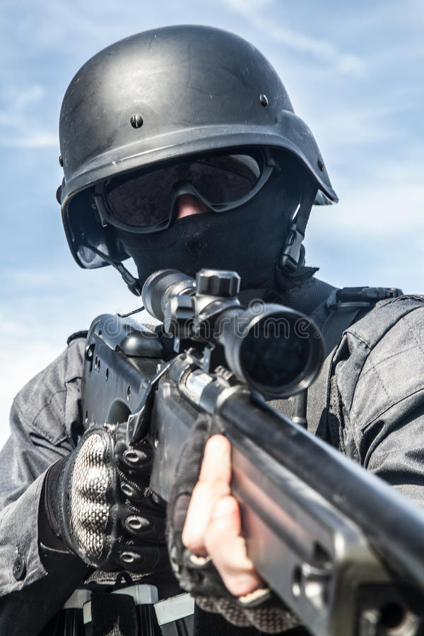 Снайпер полиции СВАТ стоковая фотография