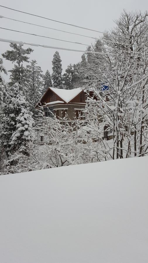 Снега красоты Пакистана Азии murree ландшафта дома естественный крышки оглушать mesmerising стоковая фотография rf