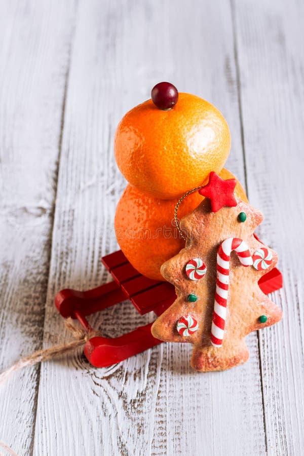 Снеговик плодоовощ с печеньями рождества стоковое фото