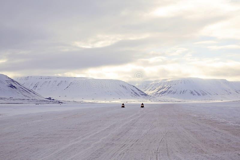 Снегоходы причаливая, на Свальбарде стоковая фотография rf