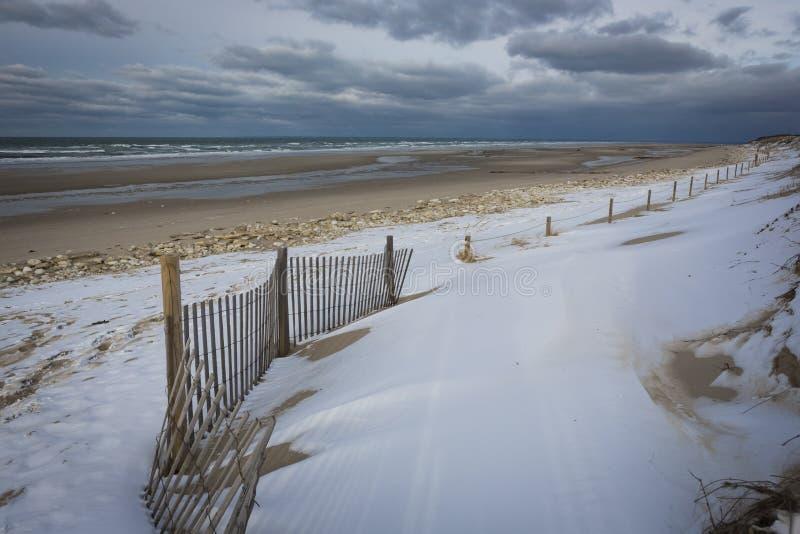 Снег бечевника пляжа обнести зима стоковое изображение rf