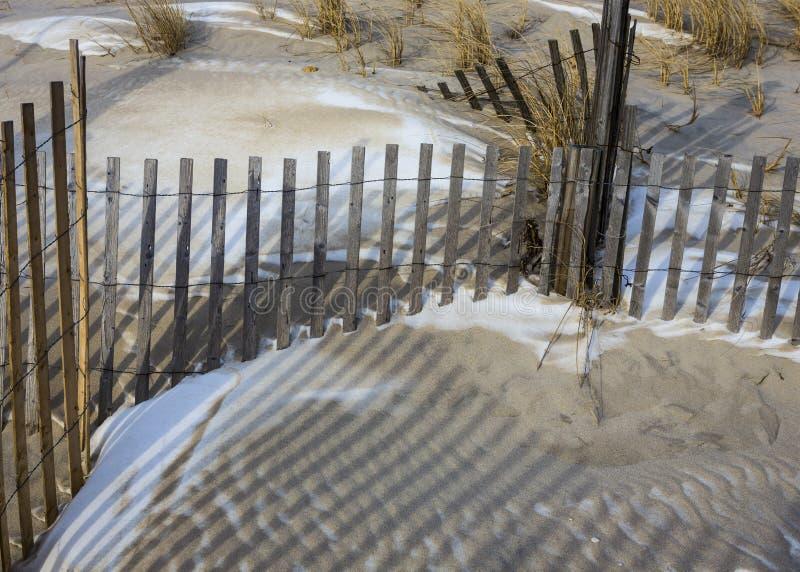 Снег дюн пляжа обнести зима стоковые изображения rf