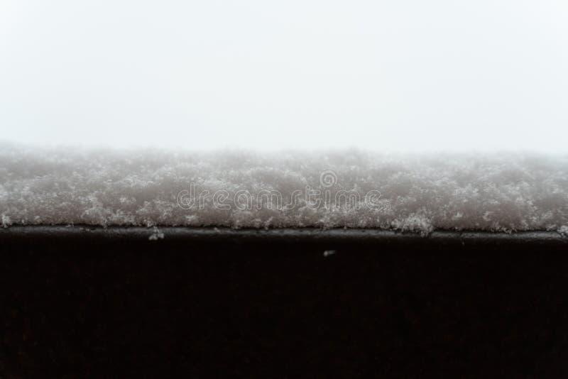 Снег на поверхности структуры металла стоковое фото rf