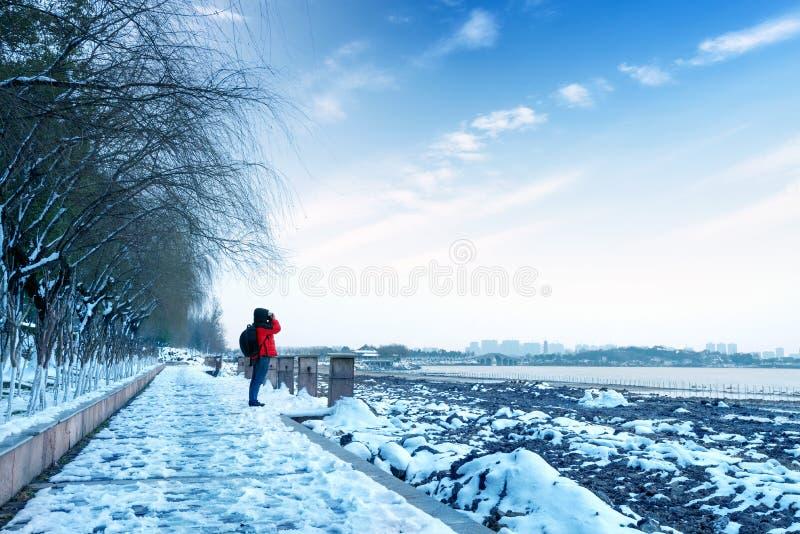 Download Снег озера стоковое изображение. изображение насчитывающей облако - 37930615