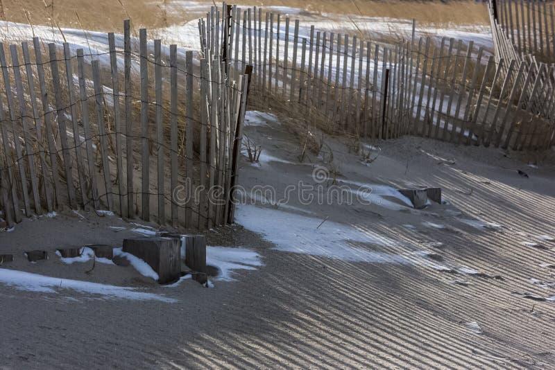 Снег пляжа обнести зима стоковые изображения rf