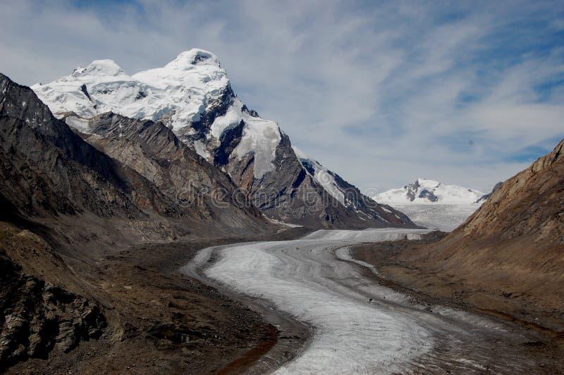 Снег покрыл горы Кашмира стоковое изображение rf