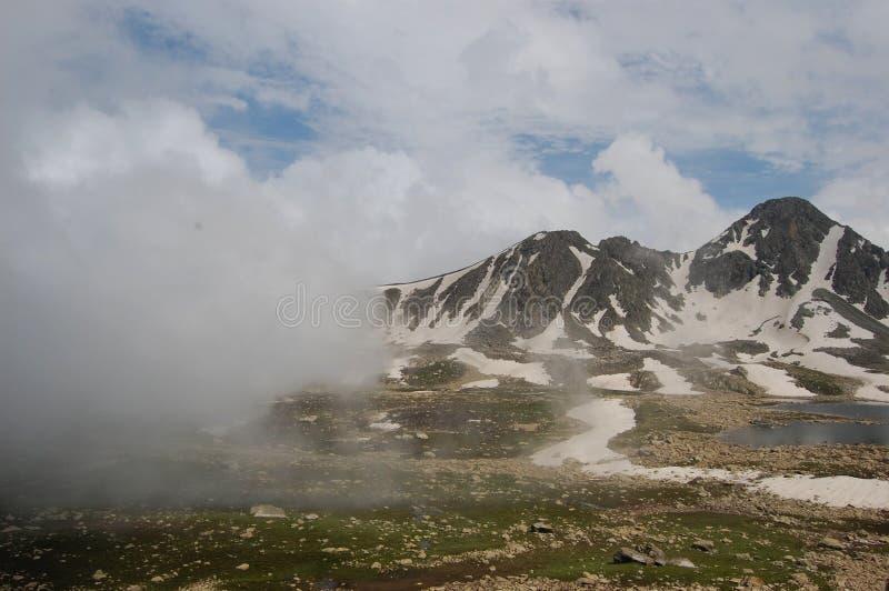 Снег покрыл горы Кашмира стоковое фото