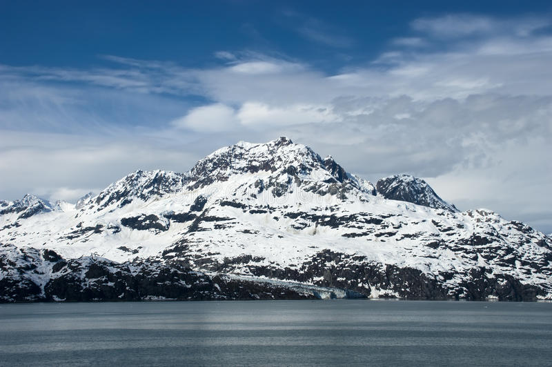 Снег покрыл гору, залив ледника, Аляску стоковые изображения rf