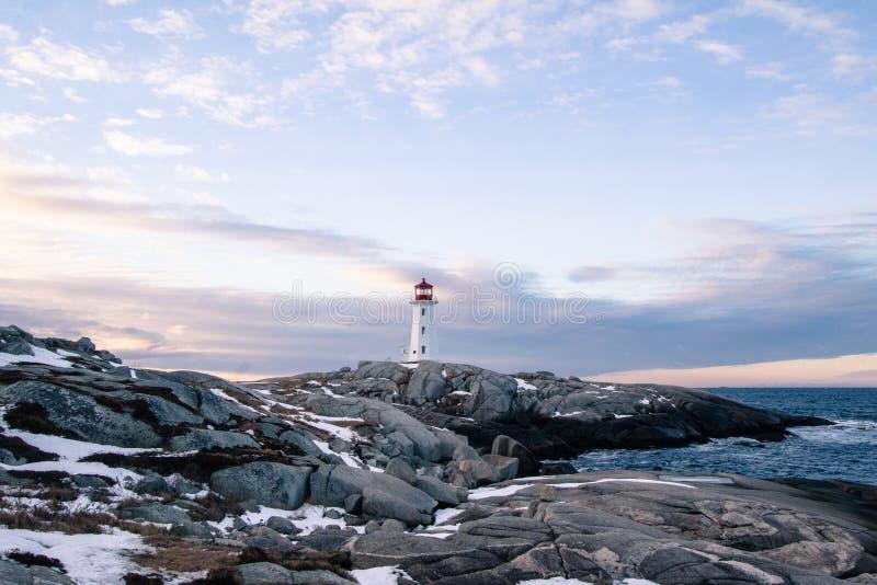 Снег покрыл утесы на бухте Peggys стоковое изображение rf