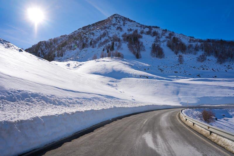 Снег Уэска Пиренеи Испания дороги снега Cerler стоковое изображение rf