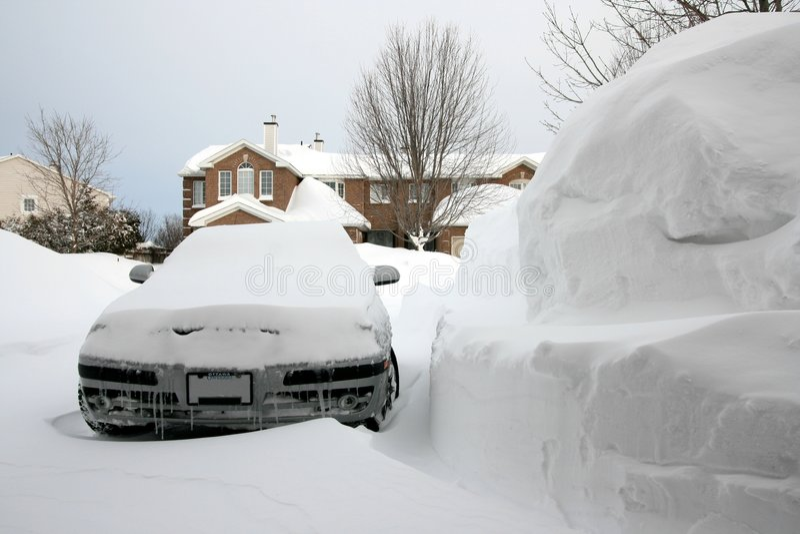 снежок кучи автомобиля огромный стоковые фото