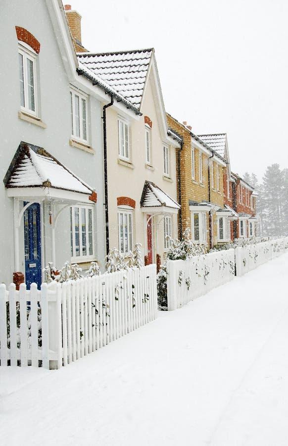 снежок рядка домов стоковые фотографии rf