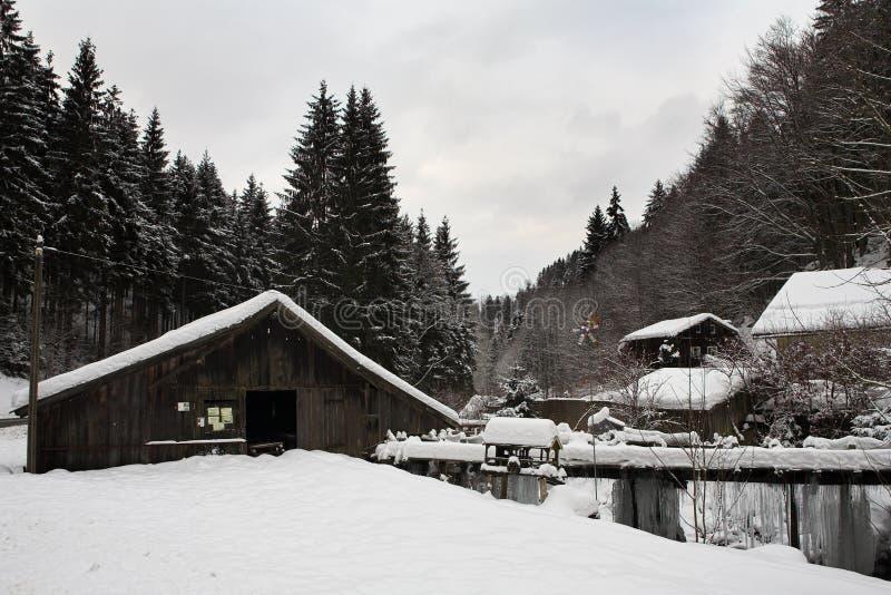 Download снежок 12 ландшафтов стоковое изображение. изображение насчитывающей темно - 486177