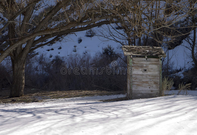 снежок outhouse стоковые фотографии rf