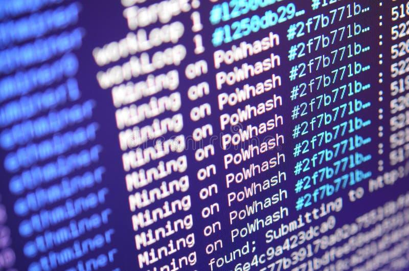Снимок макроса интерфейса программы для секретного минирования валюты на мониторе компьютера офиса Концепция бита минирования стоковые фотографии rf