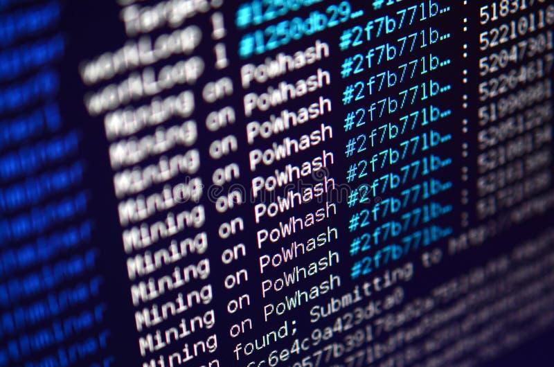 Снимок макроса интерфейса программы для секретного минирования валюты на мониторе компьютера офиса Концепция бита минирования стоковое фото