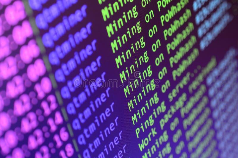 Снимок макроса интерфейса программы для секретного минирования валюты на мониторе компьютера офиса Концепция бита минирования стоковая фотография