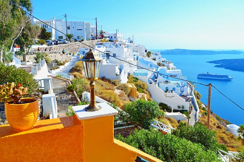 Сногсшибательный взгляд острова Греции Fira Santorini стоковое изображение