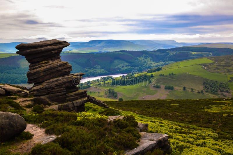 Сногсшибательный погреб соли, обозревая красивую верхнюю долину Derwent, пиковый национальный парк района стоковое изображение rf