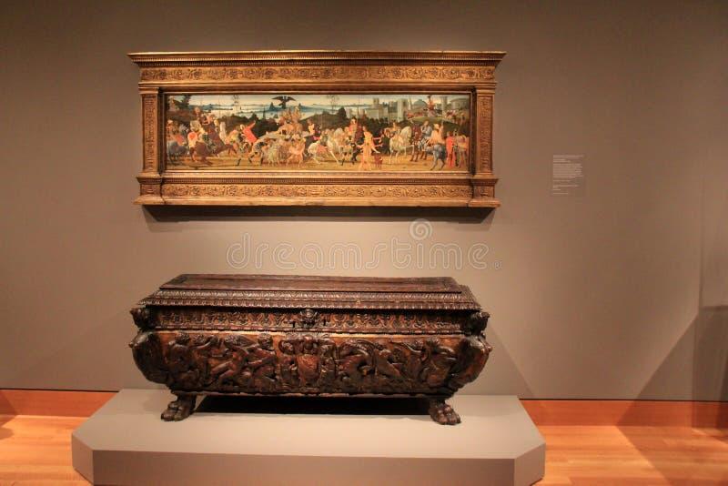 Сногсшибательное изображение художественного произведения и большого высекаенного комода, музея изобразительных искусств, Кливлен стоковые фотографии rf