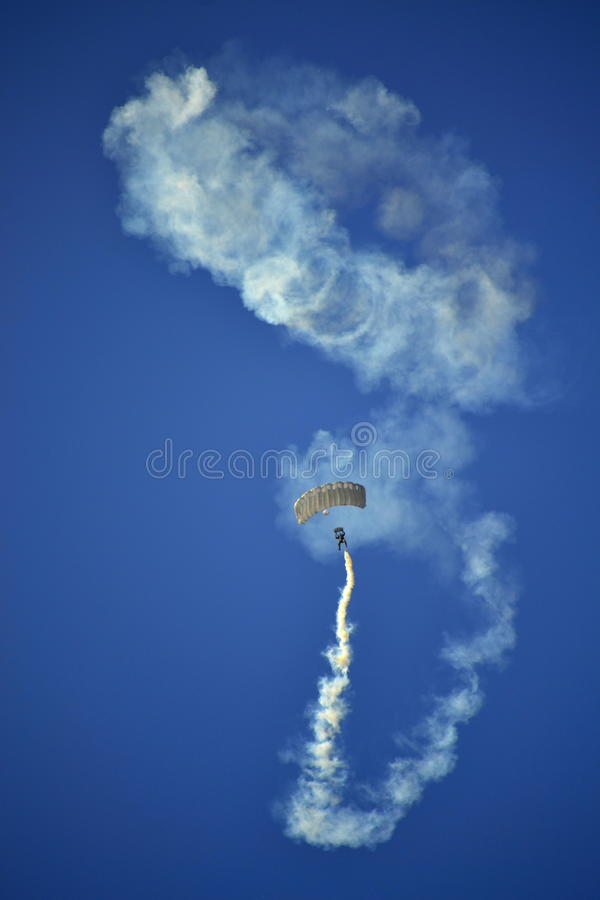 Сногсшибательное airshow skydiver стоковая фотография rf