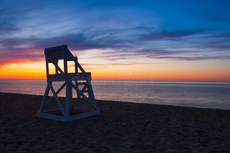 Сногсшибательный заход солнца на пустом пляже, треска накидки, США стоковое изображение rf