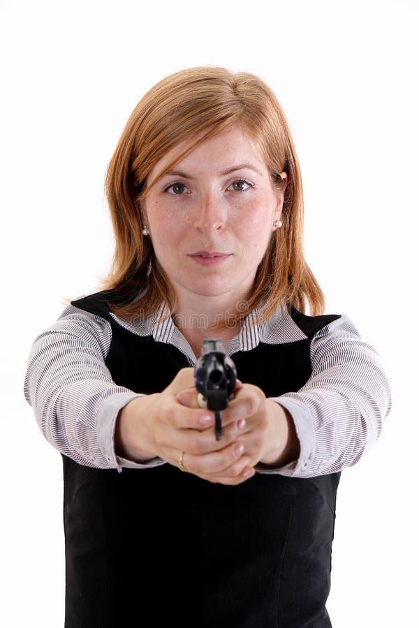Снятый девушки представляя с оружи стоковое фото