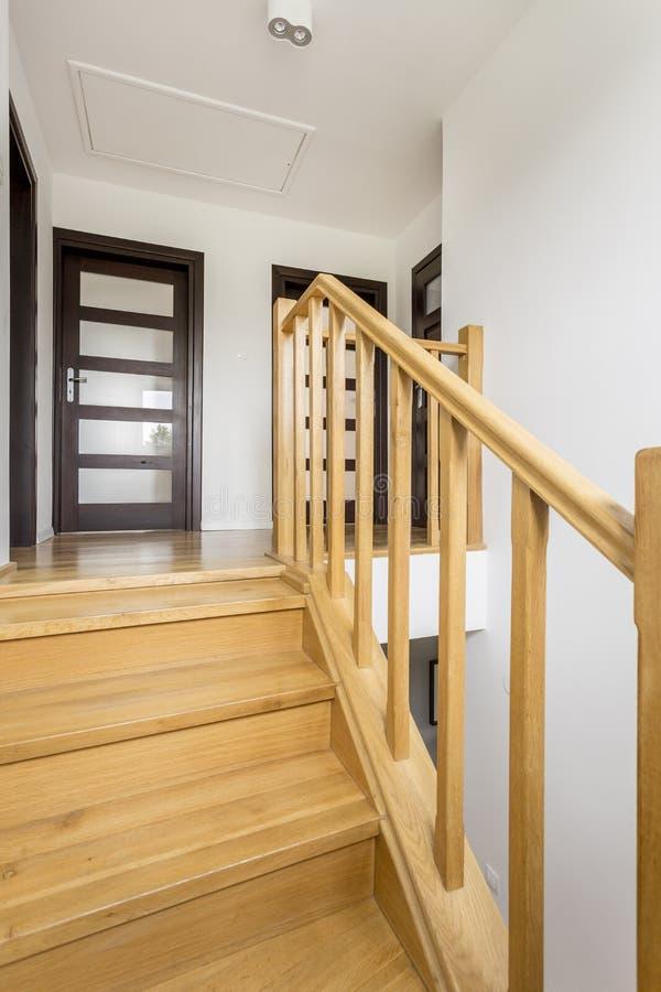 Снятый деревянной лестницы стоковое изображение