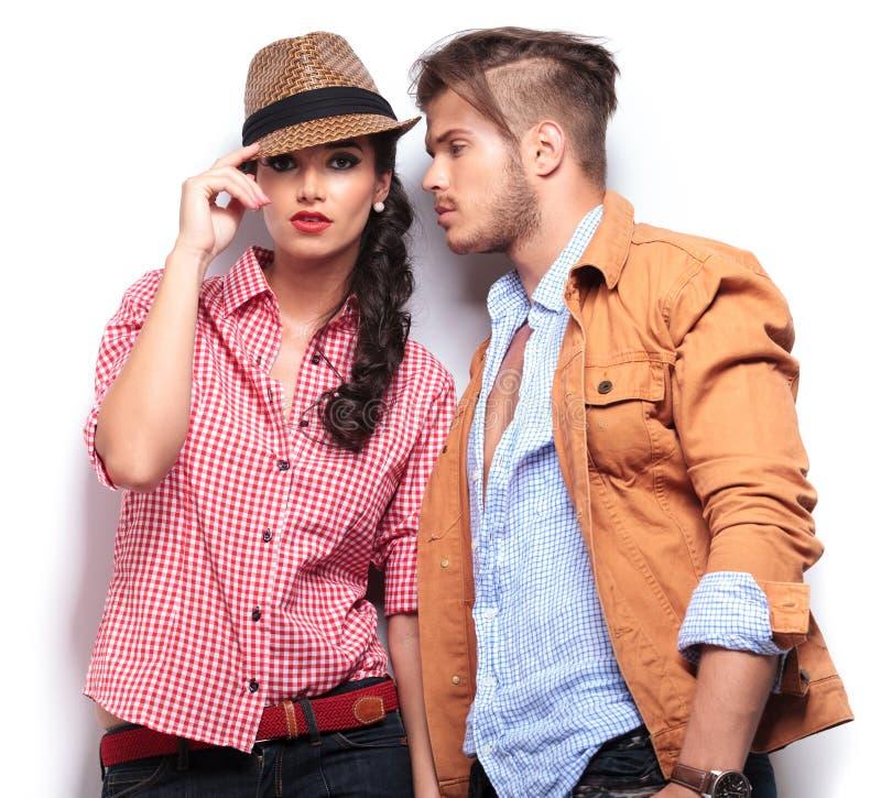 Снятый запальчиво молодые люди в влюбленности стоковое изображение