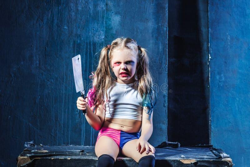 Прикольная картинка девочка с ножом