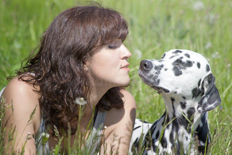 Собака и свое предприниматель лучшие други стоковое изображение rf