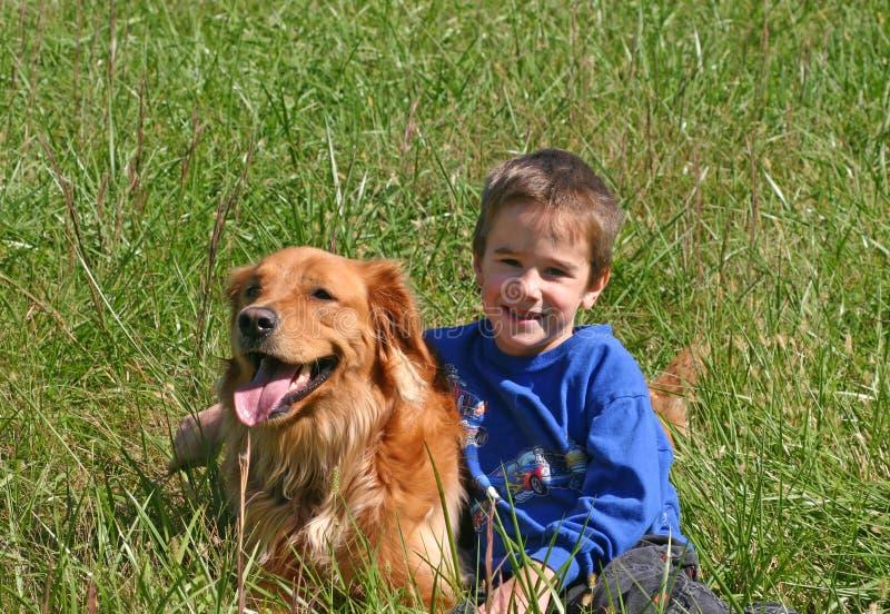 собака мальчика стоковые фотографии rf